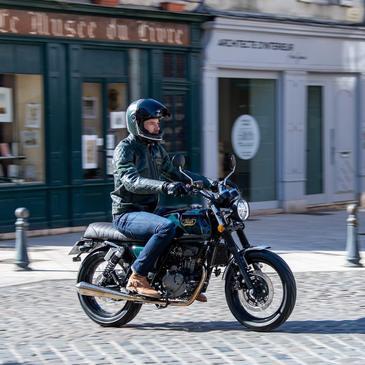 Une moto urbaine, mais aussi pour d'autres terrains, c'est la BRITISH SEVEN 125 CC !  #mash #mashine #style #ride #motorcycle