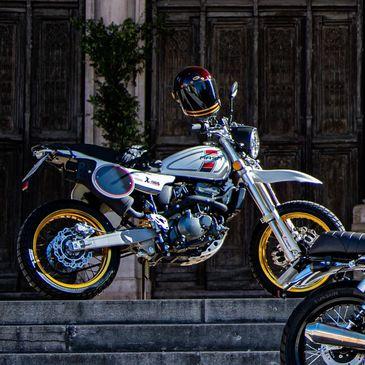 La nouvelle gamme liquide en 125cc arrive à grands pas !  . . . 📸: @florianmeuret  #liquid #125cc #15cv #motorcycles #mash #fff #mashine #mashattack #plaisir #ride #rouler #neoretro #fun #iponelube #rst #bihr #bellhelmets