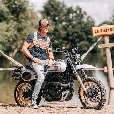 La Mash X-Ride 650 vous séduira au premier coup d'œil, avec son look délicieusement vintage et elle vous convaincra par son comportement dynamique.  Les sensations uniques du gros mono et un couple remarquable qui fait de la MASH X-RIDE Classic 650 une moto moderne, ludique et fashion, une véritable machine à sensations accessible au permis A2. La X-RIDE, est disponible à l'essai chez tous les revendeurs MASH: https://simamoto.run/demande-d-essai/ #mash #mashine #mashattack #xride #ride #xride650 #650cc #iponelube #xride #xride650classic #xride650